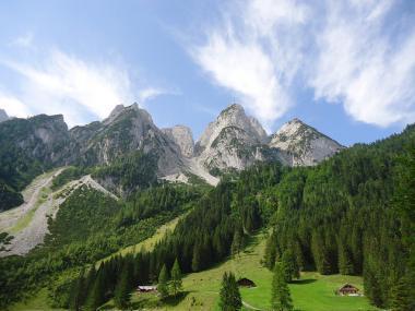 Pohled na vrcholek Donnerkogel v Rakousku